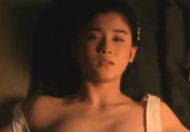 【石田ひかり】キャミソールの肩紐がずり落ちた濡れ場
