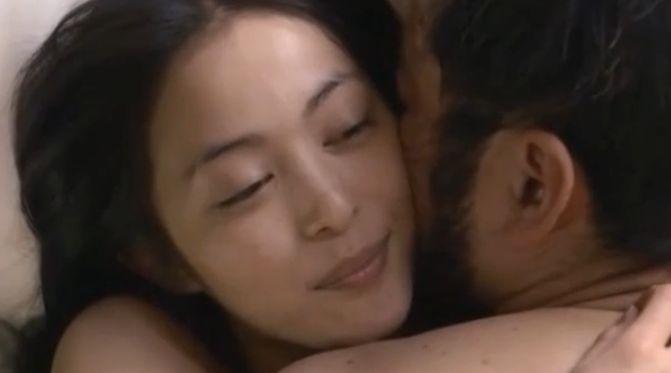 【岩佐真悠子】肌の触れ合いを強く求めていく濡れ場