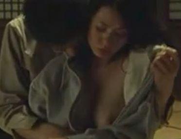 【小島可奈子】ジッパーを下ろされた濡れ場