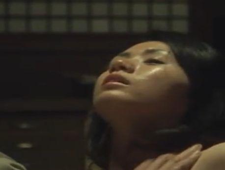 【小島可奈子】性感帯の乳首を吸われたりつねられたりして感じる濡れ場