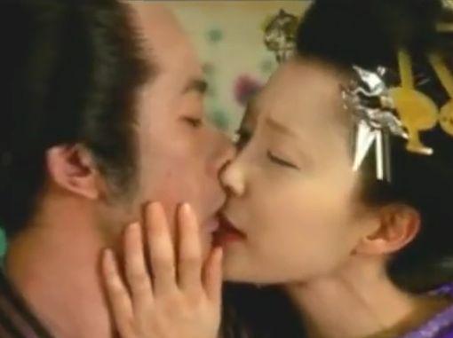 【木村佳乃】唇に吸い付いてそのまま押し倒す濡れ場