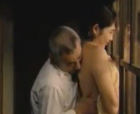 【小島聖】舌全体を使って背中を舐めた濡れ場