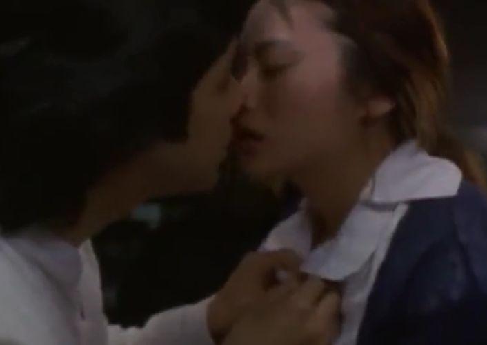 【柴咲コウ】熱いキスしながらブラウスのボタンを外されてしまう濡れ場