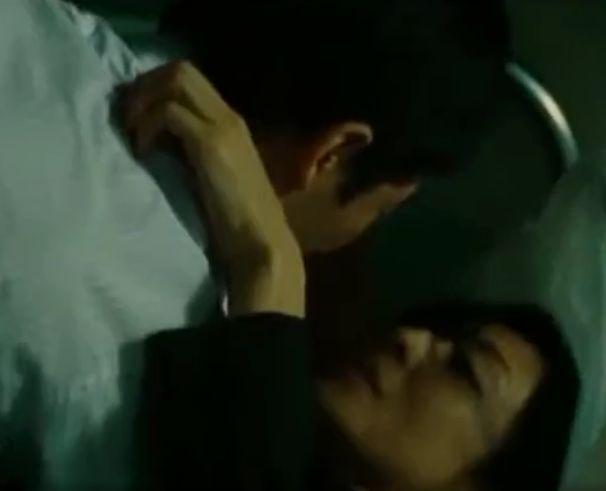 【草刈民代】病室のベッドに荒っぽく押し倒された濡れ場