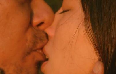 【水崎綾女】興奮させるキスをしたラブシーン