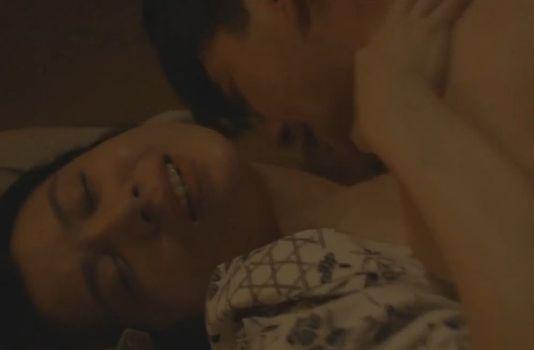 【村川絵梨】激しい夜の営みを見て興奮する濡れ場