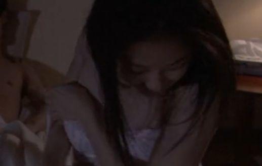 【中越典子】快感をこらえる表情を見せる濡れ場