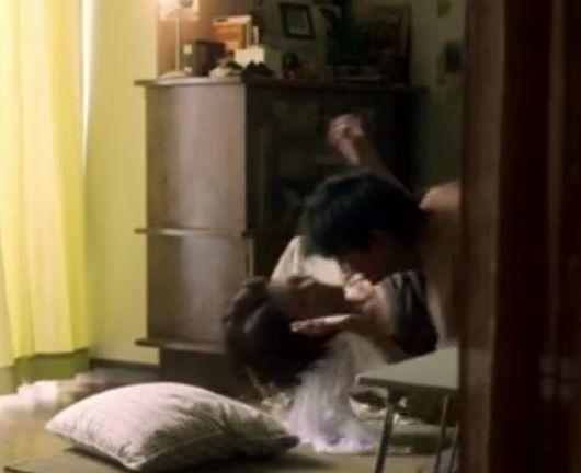 【中村麻美】】ベッドからずり落ちてそのまま男に抱かれる濡れ場