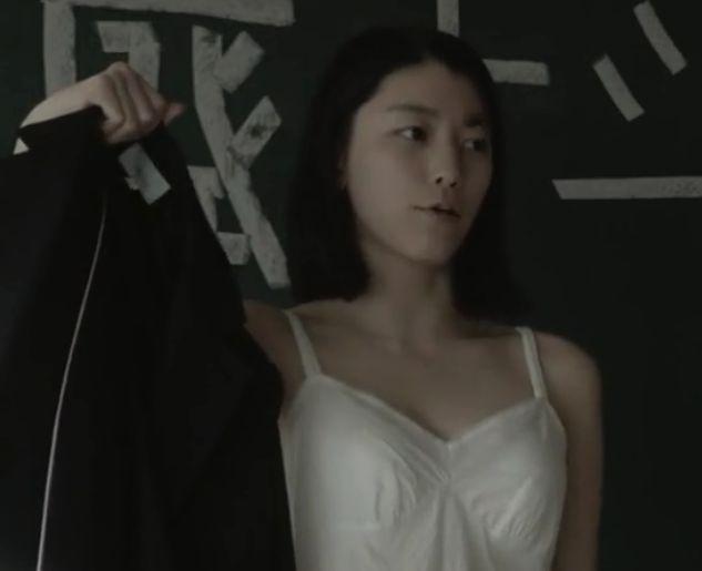 【成海璃子】セクシーな姿を大胆に披露した濡れ場