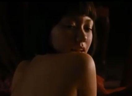 【二階堂ふみ】横乳がハミ出た濡れ場