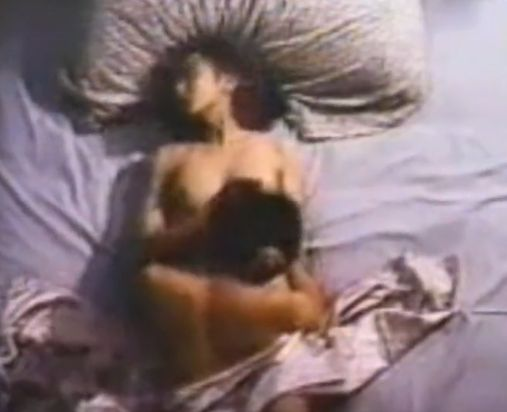 【斉藤慶子】大きな乳房を目の前で揺らしてみせる濡れ場