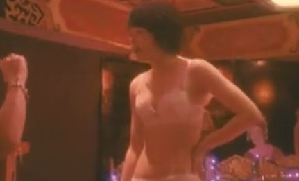 【清野菜名】自らブラウスの胸ボタンを外し始めた濡れ場