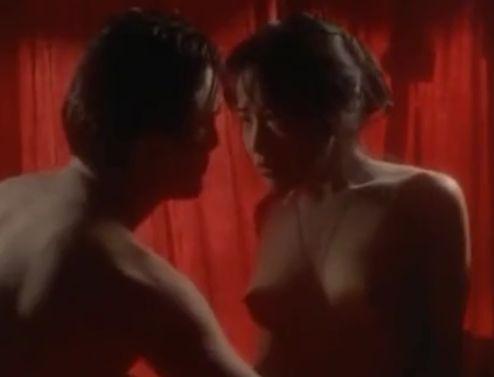 【富田靖子】上着を剥ぎ取られて完璧ボディを見せてくれる濡れ場