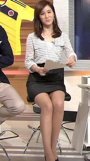 女子アナのパンツが見えそうなエロい脚