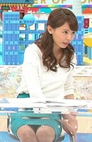 この宮澤智のスカートがぱっくり開いててパンチラしてるように見えるんだが