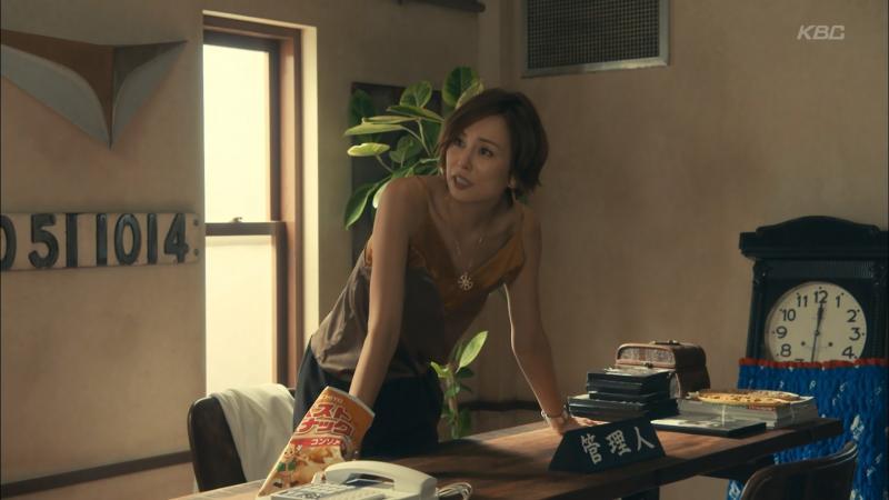 米倉涼子さん胸元開けたキャミでエロ腋を見せる リーガルV 181012