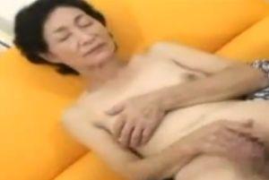 60代おばあちゃんが久々にオナニーする無料高齢熟女自慰動画