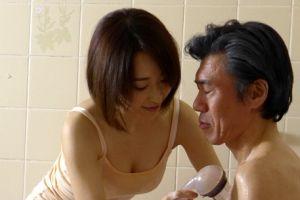 30代モデル妻に介護してもらい、ついついえろいことする無料ヒトヅマ介護えろムービー