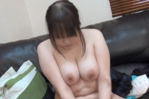 【無修正】20代Gカップ豊満人妻がかわいい無修正デカパイ動画