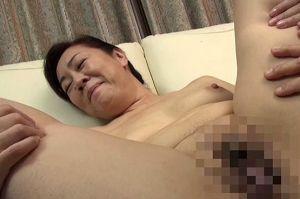 60代田舎住まいの熟女のおまんこ拝見する無料熟女の膣の色動画