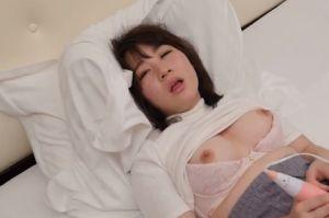 【無修正】20代娘が電マで昇天しちゃう無料ピンクのおマンコ動画
