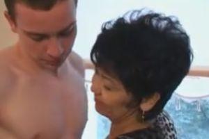 (モザ無)50代外国人ババアと陽気にファックするモザ無外国ポルノムービー