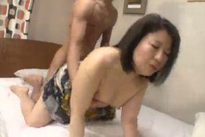50代人妻母のまんこにぶち込む無料人妻膣内ムービー
