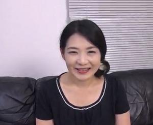 笑顔が素敵なひとずまの紗江子さんが50代を前に陰核の出し方+おまんちょハメドリされて喘ぎまくるxvievo東京チューブ