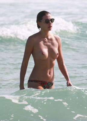 Alina-Baikova-Topless-300414 (11)