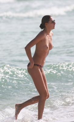 Alina-Baikova-Topless-300414 (14)