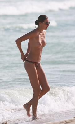 Alina-Baikova-Topless-300414 (15)
