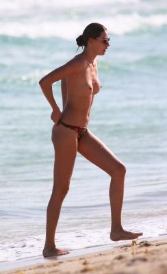 Alina-Baikova-Topless-300414 (16)