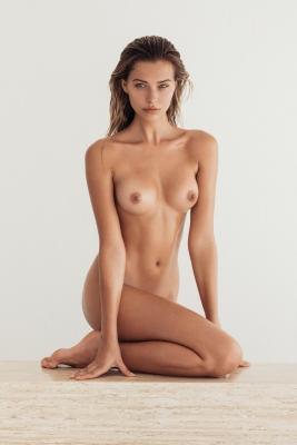 Sandra-Kubicka-nude-300711 (9)