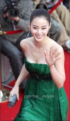 kim-tae-hee-300826 (2)