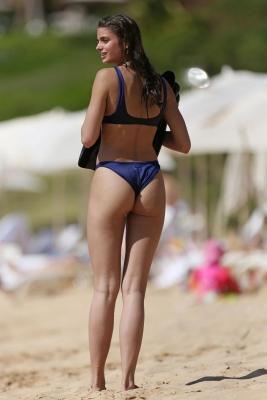 taylor-hill-in-bikini-301211 (3)