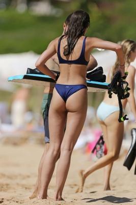 taylor-hill-in-bikini-301211 (4)