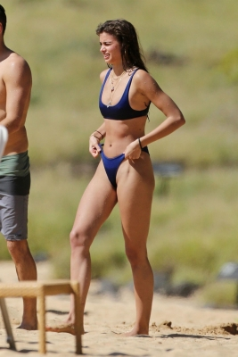 taylor-hill-in-bikini-301211 (5)