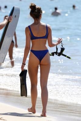 taylor-hill-in-bikini-301211 (6)