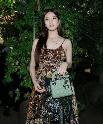 Suzy-011002 (18)
