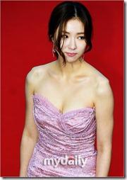 Shin Se Gyeong-011217 (6)