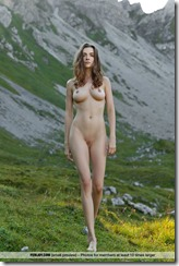 nude-301111 (1)