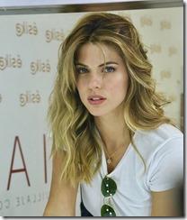 Stephanie Cayo (2)