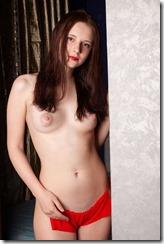 nude-301122 (1)
