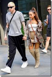 Ariana Grande-010728 (5)