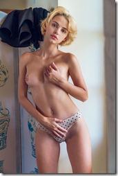 nude-010911 (1)