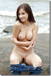 nude-300724 (1)