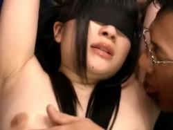 目隠し緊縛された初心な少女がキモ男に腋を舐め回されてゾクゾク感じる - Pornhub.com