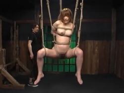 麻里梨夏 M字開脚縛り吊り鞭打ち拷問に呻き喘ぐマゾ娘