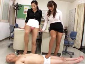 女教師の蒸れ満ちたストッキングの美脚がM男を責め立てる 深田梨菜 当真ゆき
