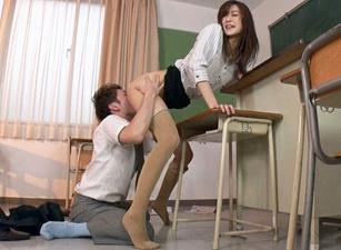 神波多一花 クンニ中毒の長身女教師が生徒にクンニを強要して絶頂を繰り返す!